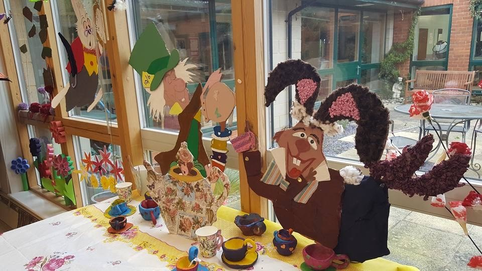 The benefits of adult art classes and crafts for the elderly for Crafts classes for adults